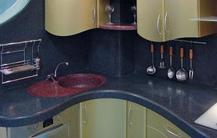 Функциональные и декоративные свойства камня востребованы на кухне